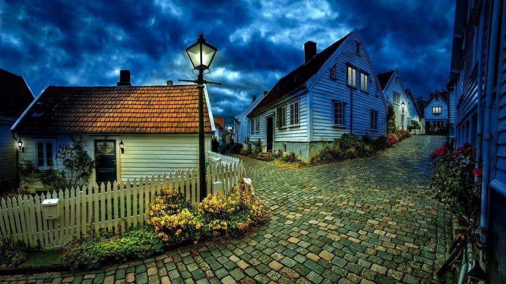 בתים פרטיים ברחוב
